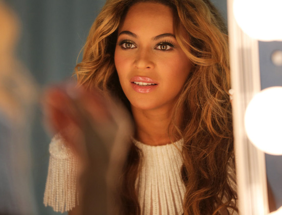 beyonce-mrs-carter-backstage