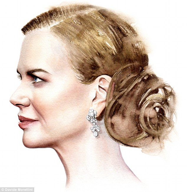 29B6152100000578-3128471-Nicole_Kidman_above_appears_with_her_hair_pinned_up_to_flaunt_so-a-13_1434626341908