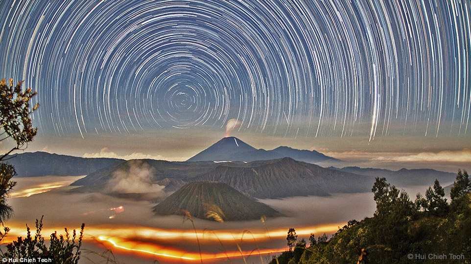 29C5AF8E00000578-3131264-Powerful_Star_Trails_over_Bromo_pictured_by_Hui_Chieh_Teoh_of_Ma-a-45_1434709662390