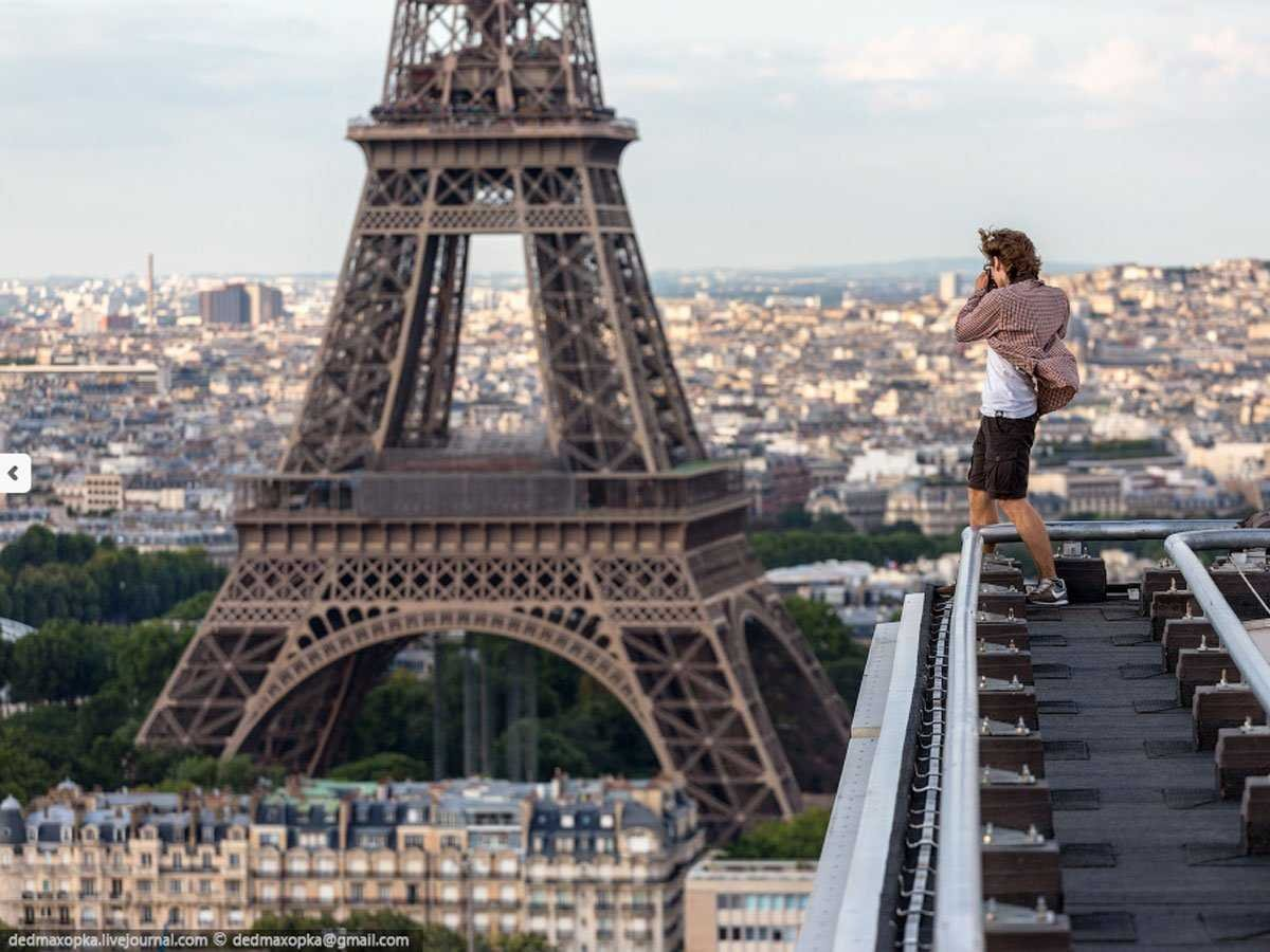 by-climbing-nearby-rooftops-they-got-a-view-of-the-eiffel-tower-that-few-tourists-in-paris-are-able-to-access