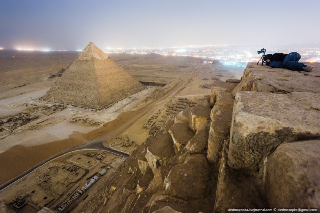 on-the-roofs-pyramids-egypt-2