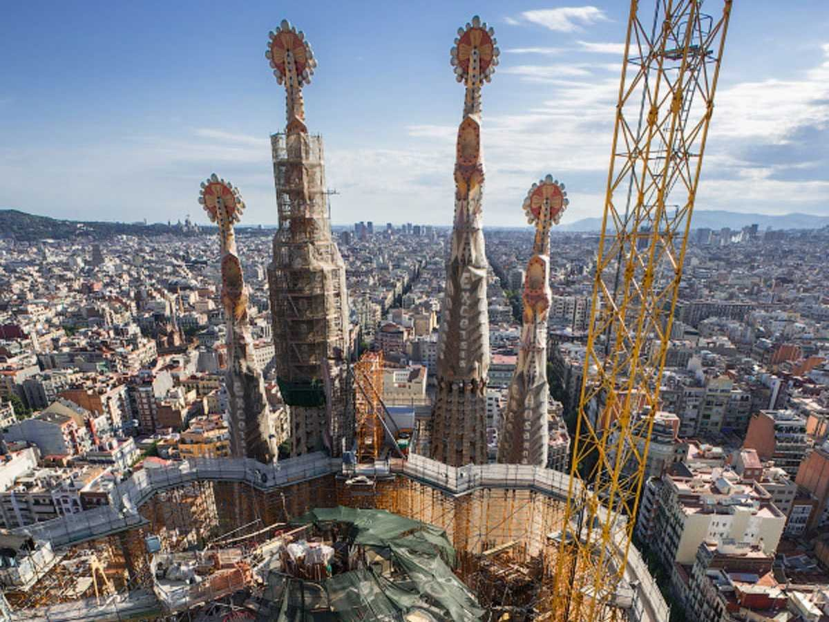 theyve-been-to-the-sagrada-famlia-antoni-gauds-famous-cathedral-in-barcelona-spain-climbing-to-the-top-they-were-able-to-get-a-stunning-view-of-both-the-structure-and-the-city