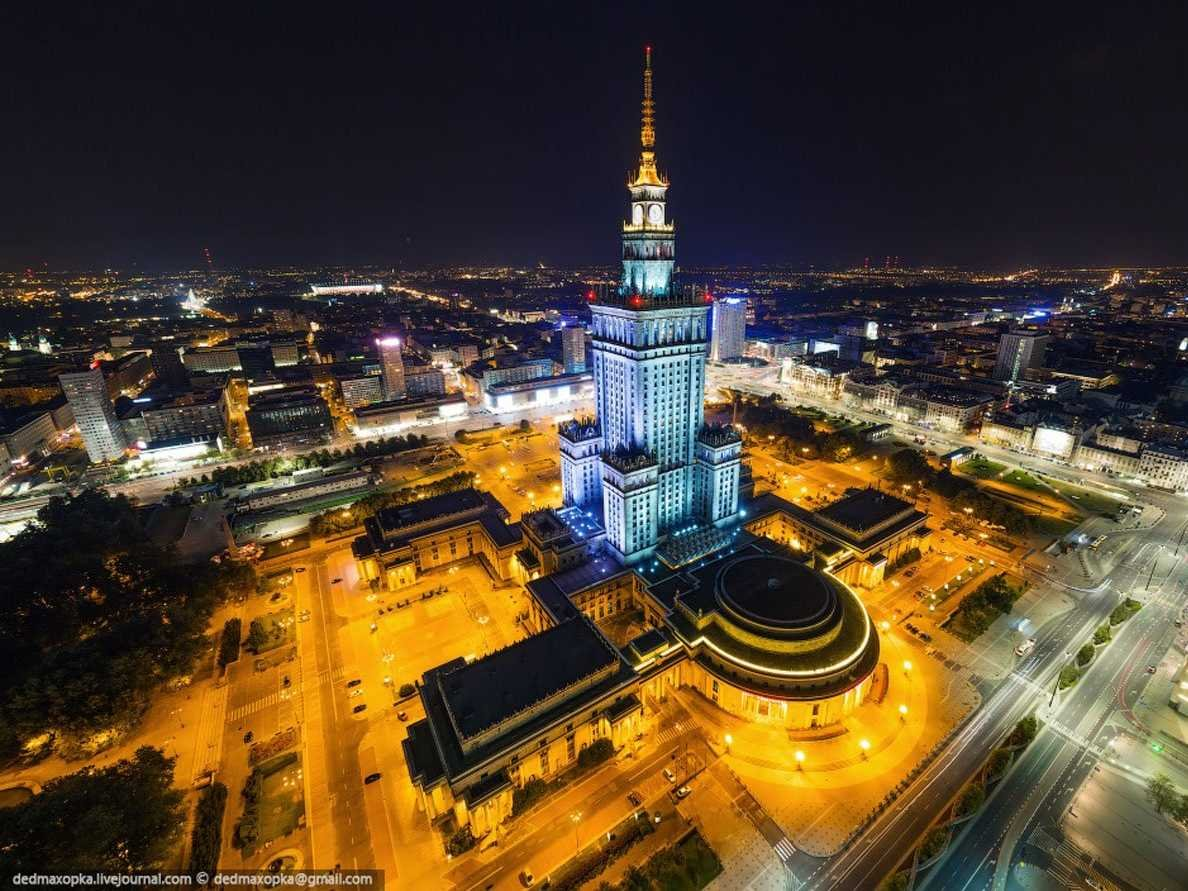 to-get-this-image-of-the-palace-of-culture-and-science-the-largest-building-in-poland-and-home-to-cinemas-pools-museums-libraries-theaters-and-concert-halls-in-warsaw-the-two-entered-a-nearby-bu