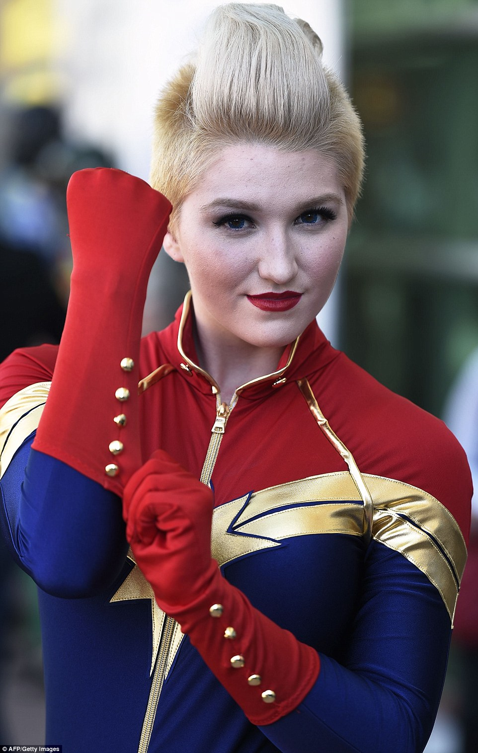 2A64D93800000578-3157610-Girl_power_Cosplayer_Kay_Jay_is_dressed_as_Captain_Marvel_on_the-a-74_1436643045954