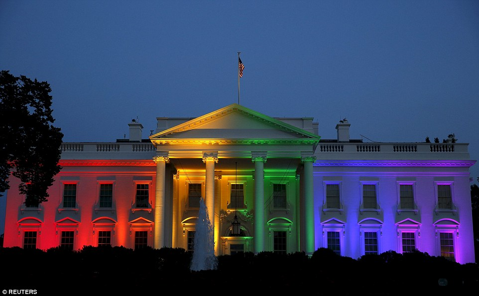 2A9E6A5200000578-3165347-First_The_White_House_is_illuminated_in_rainbow_colours_after_th-a-5_1437145387423