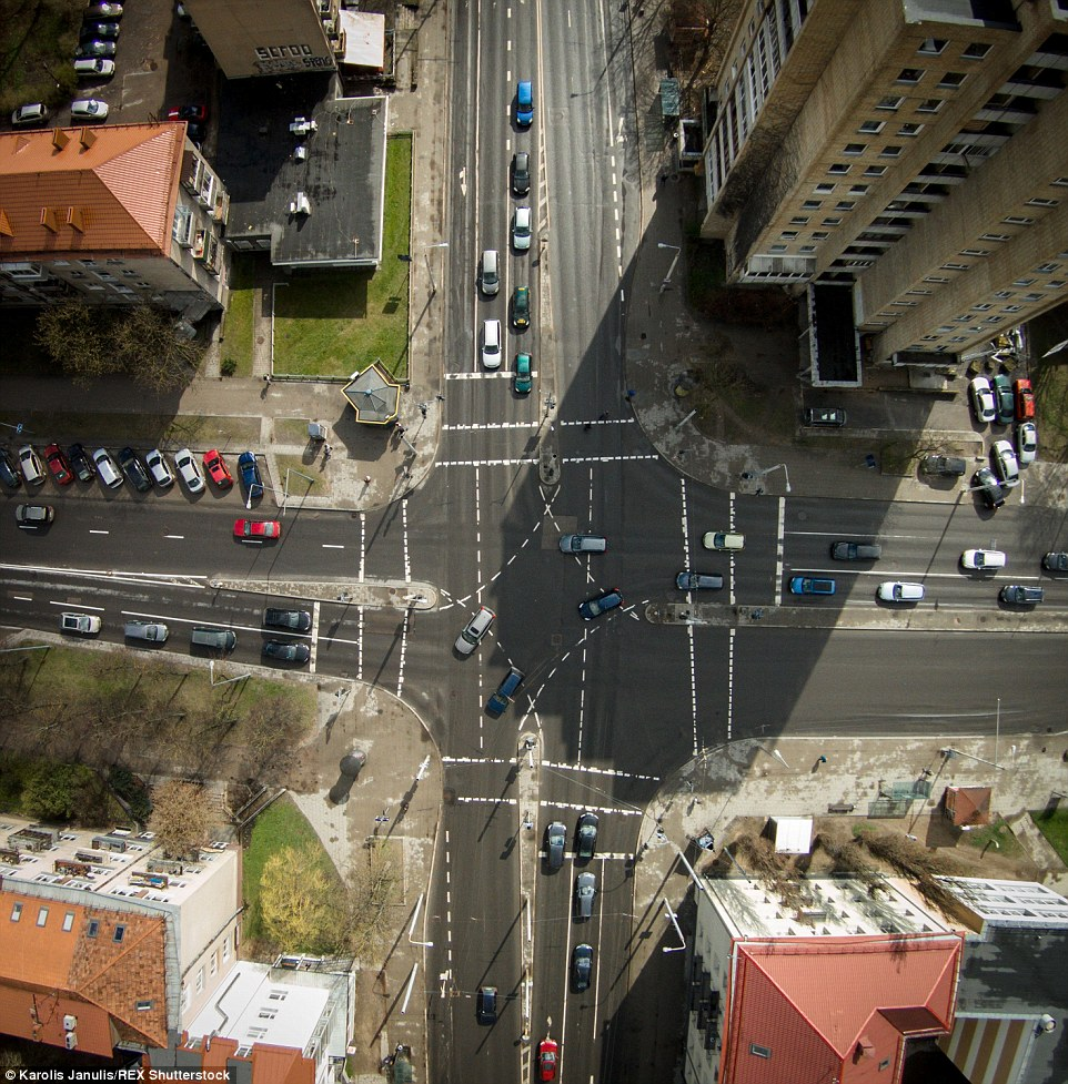 2ACC579300000578-3173355-The_daily_commute_Janulis_captured_a_crossing_in_Vilnius_Lithuan-a-65_1437748383951