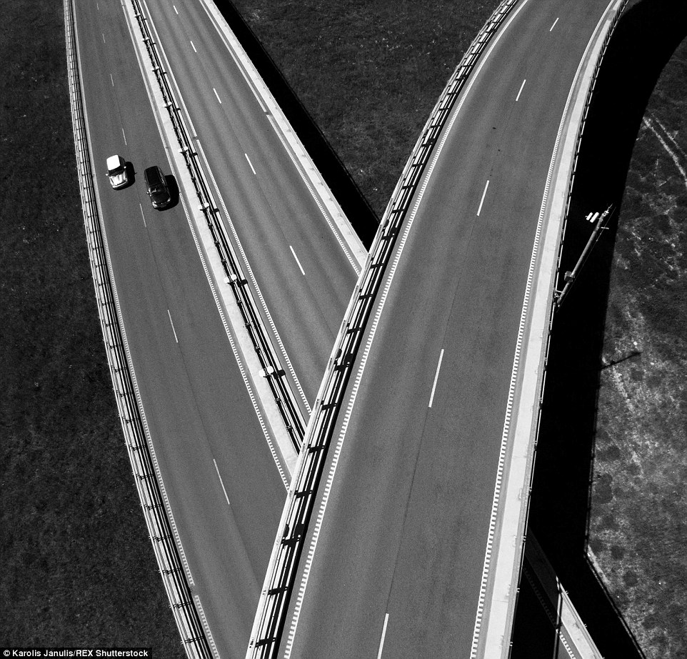 2ACC5B1900000578-3173355-This_black_and_white_image_shows_two_lanes_of_a_highway_in_Lithu-a-48_1437748383420