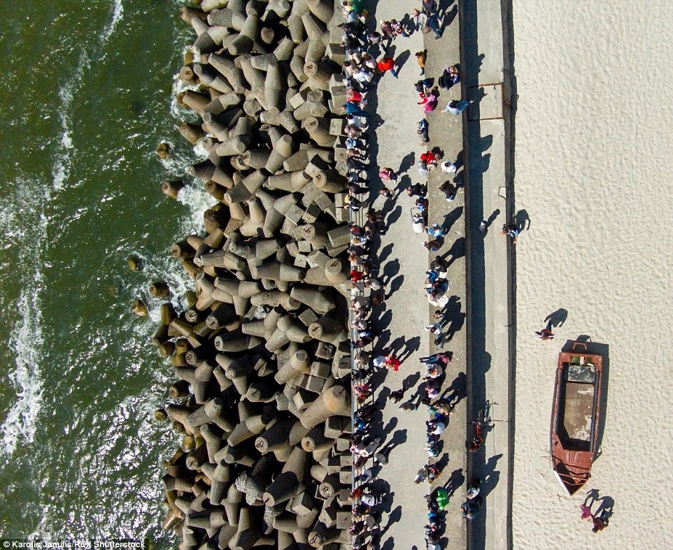 2ACC5C8500000578-3173355-People_gathered_by_the_Sea_Gates_in_the_city_of_Klaipeda_escorti-a-39_1437748383335