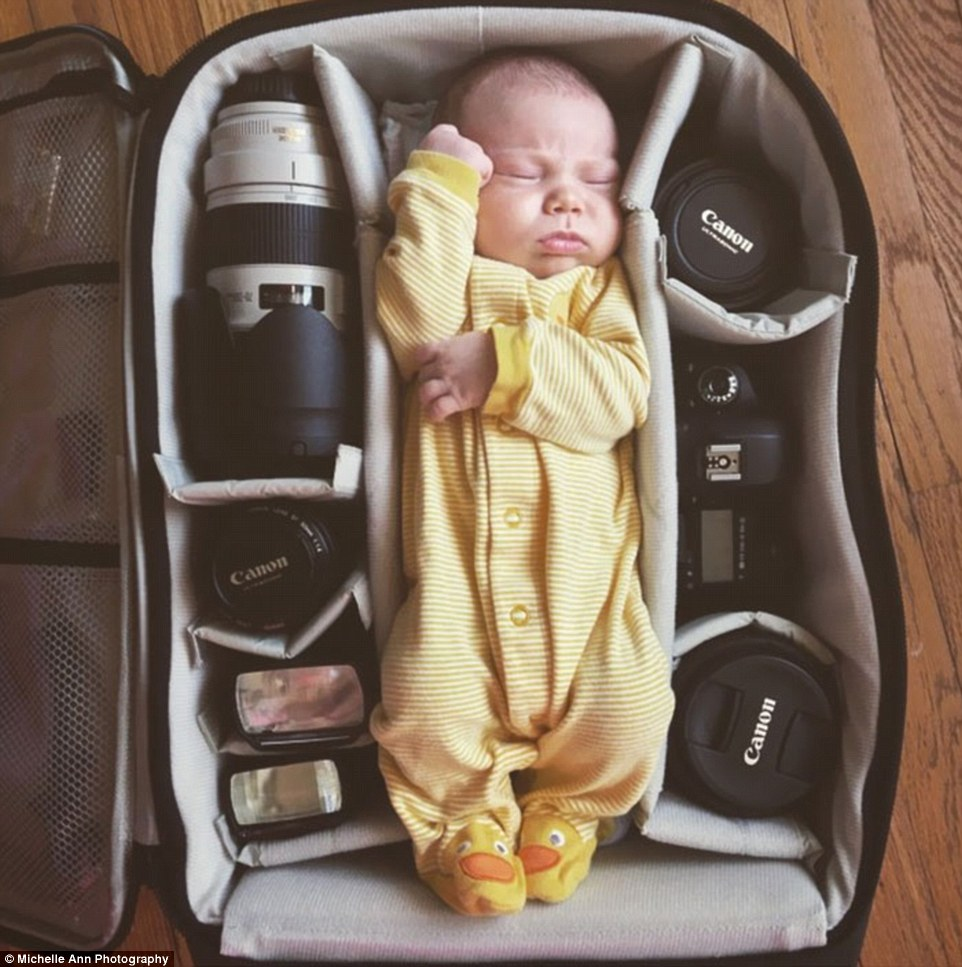 2B12910200000578-3186057-Mellow_yellow_A_sleepy_new_born_naps_in_a_padded_camera_bag_amon-a-229_1438805323306