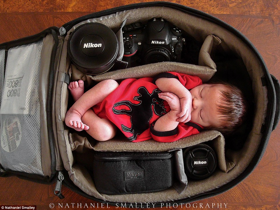 2B13118800000578-3186057-Tuckered_out_this_cozy_kid_couldn_t_look_more_relaxed_in_dad_s_c-a-228_1438805323226