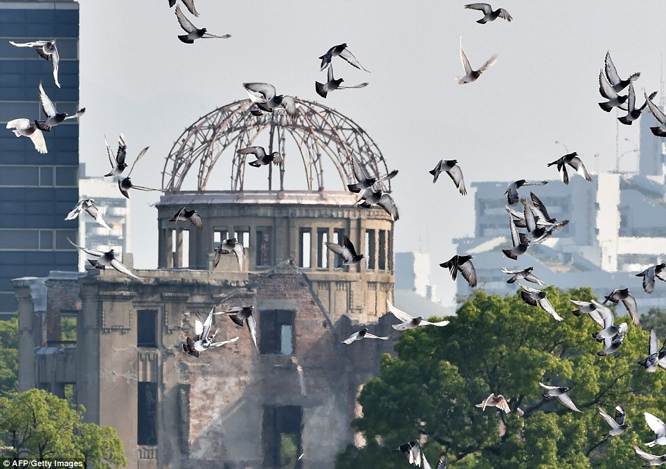 2B22477D00000578-3186815-Doves_fly_over_Hiroshima_Peace_Memorial_Park_in_west_Japan_this_-a-86_1438857513510