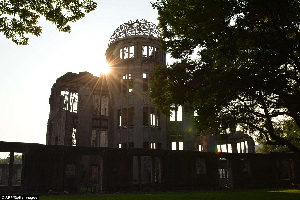2B235C8C00000578-3186815-Silent_tribute_The_sun_rises_over_the_Atomic_Bomb_Dome_beside_th-a-81_1438857513504