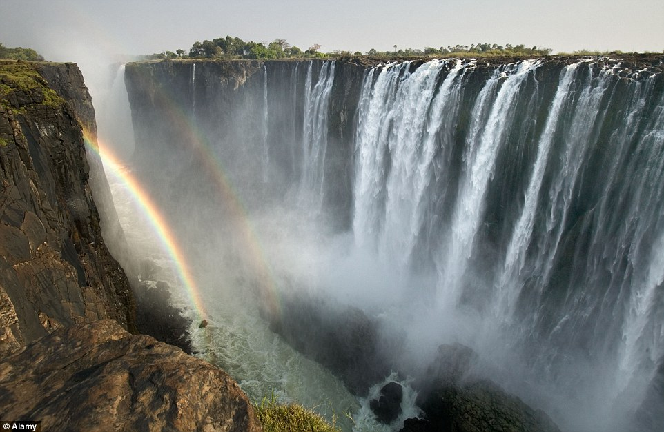 2B70642400000578-3201166-A_double_rainbow_forms_over_Africa_s_Victoria_Falls_which_are_so-a-156_1439827804821