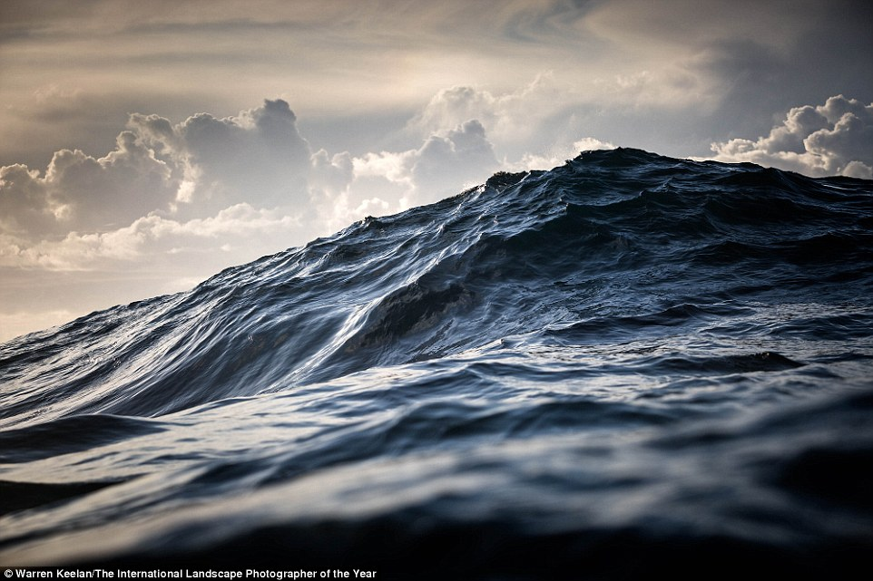 2BBA31C600000578-3213890-Wollongong_based_Warren_Keelan_is_a_seascape_and_ocean_photograp-a-3_1440747268569