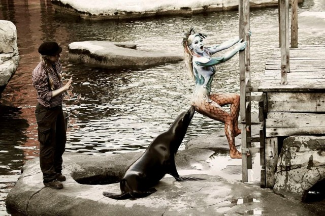 Zoo-sea-lion-Body-Painting-Jörg-Düsterwald-640x425