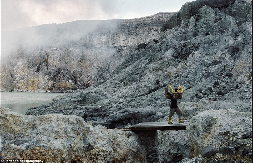 2D04BD9C00000578-3257757-A_man_carries_a_load_of_sulfur_from_the_caldera_of_Kawa_Ijen_on_-a-93_1443800103895