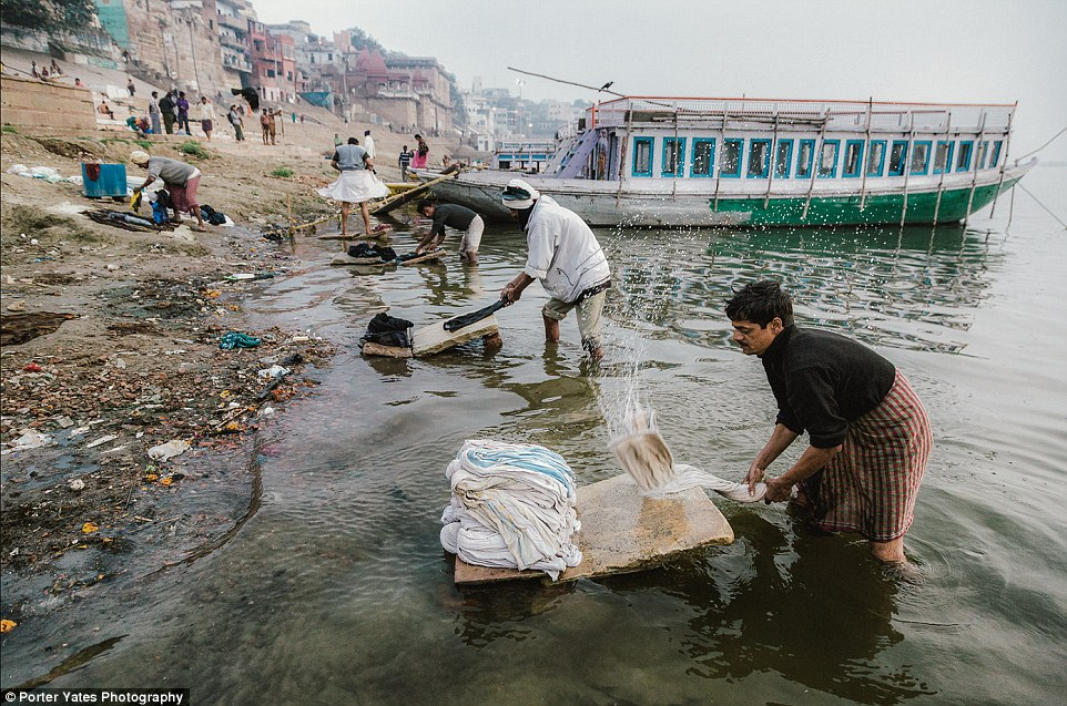 2D04C2CB00000578-3257757-Men_in_Varanasi_India_wash_laundry_on_the_shores_of_the_Ganges_r-a-92_1443800100497