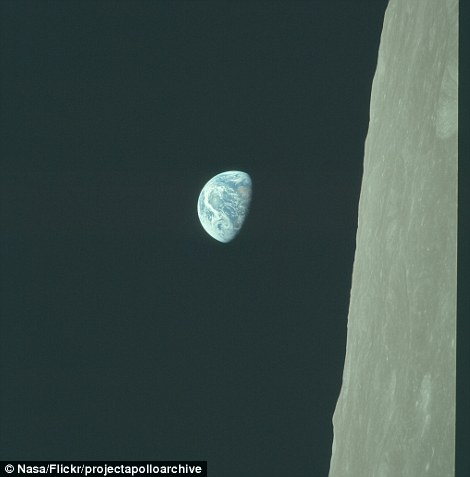 2D1BDAD300000578-3260346-The_first_manned_mission_to_the_moon_was_Apollo_8_which_circled_-a-61_1444042131079