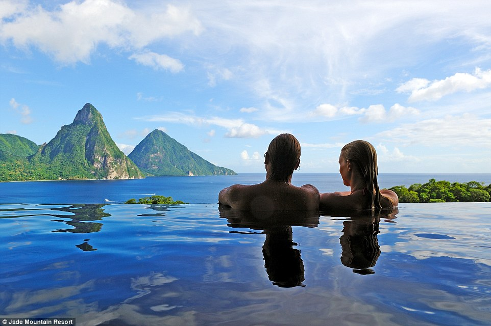 2D34A07F00000578-3265077-Billed_as_St_Lucia_s_most_romantic_luxury_resort_Jade_Mountain_b-a-5_1444722189399