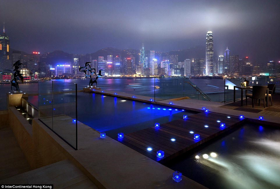 2D3CC36600000578-3265077-The_Presidential_Suite_at_InterContinental_Hong_Kong_has_spectac-a-6_1444722189401