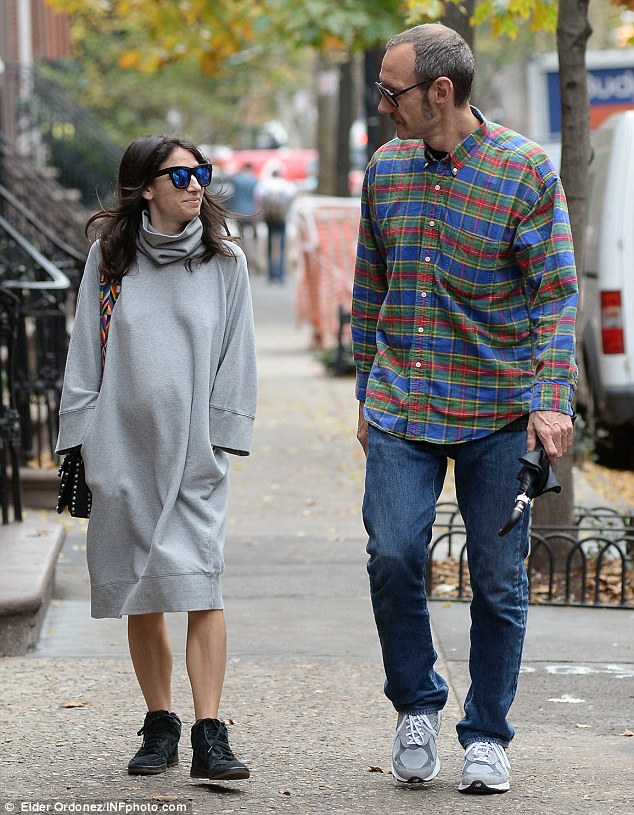 2E272A8100000578-3306310-Carefree_Terry_Richardson_and_his_pregnant_girlfriend_looked_rel-m-7_1446799966588