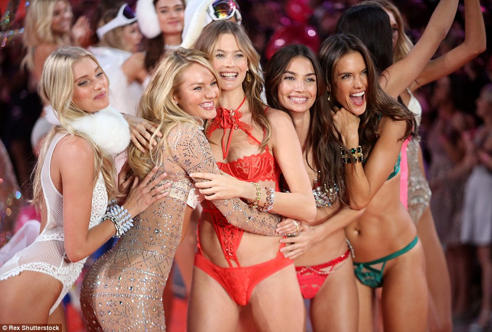 2E51FE6400000578-3312676-Ruling_the_catwalk_Candice_Swanepoel_Behati_Prinsloo_Lily_Aldrid-a-32_1447246961510