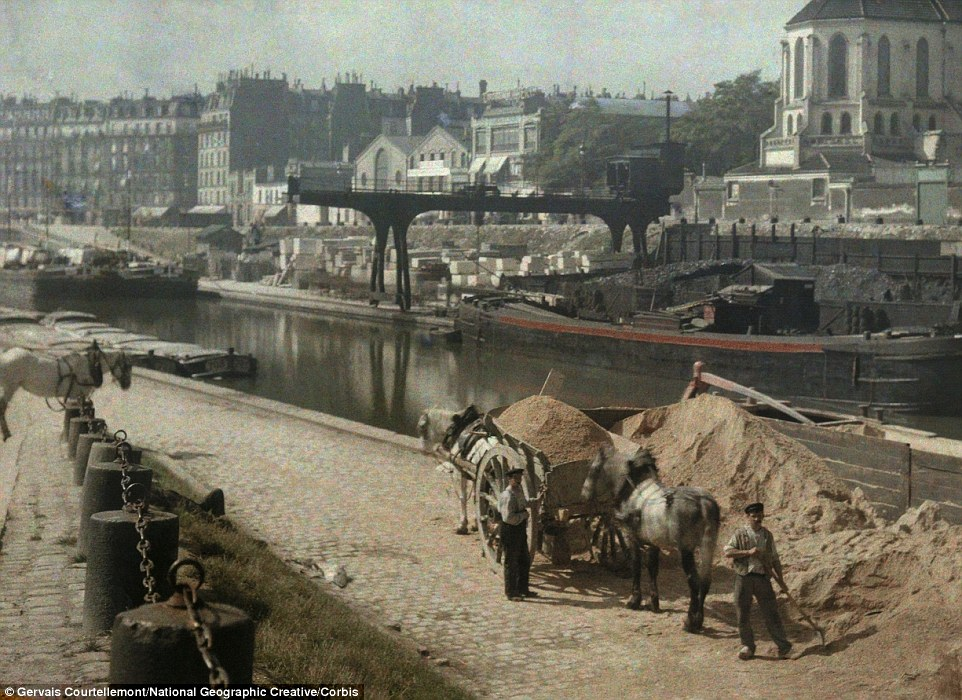 2E91A42D00000578-3323997-Workers_with_horses_alongside_a_river_in_France_where_it_looks_l-a-28_1447864100597