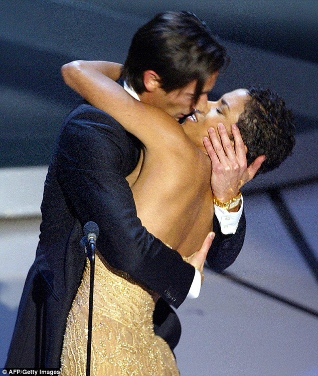 3101E33200000578-3437766-In_one_of_the_more_controversial_moments_in_Oscars_history_actor-a-83_1455293397789