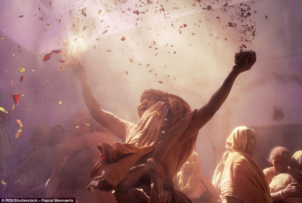 317127CC00000578-3458257-During_Holi_social_barriers_are_broken_People_from_all_walks_of_-a-88_1456147884829