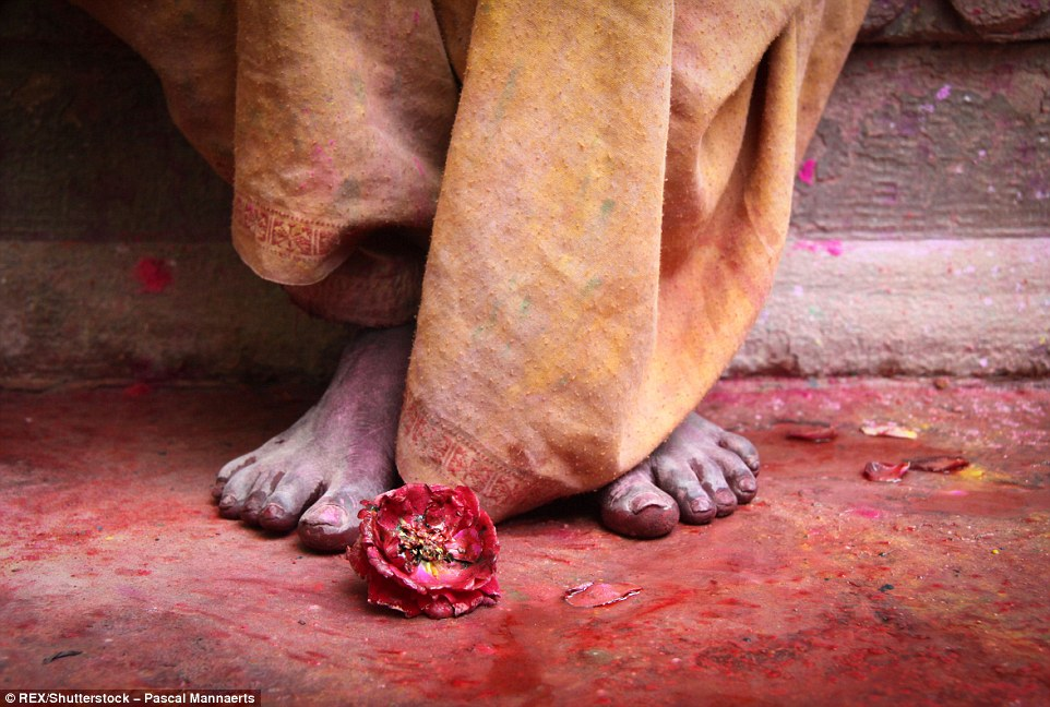 3171280A00000578-0-Hindus_believe_that_Holi_is_the_moment_to_enjoy_abundant_colours-a-33_1456150485239